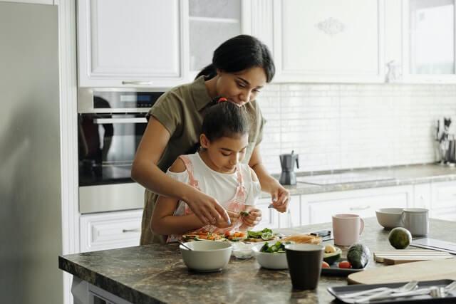 family-bond-over-healthy-snacks